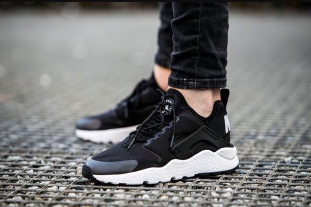 "865cf35e2eaf14 WOMEN S NIKE AIR HUARACHE ""BLACK   WHITE""  39.98   Sneaker Steal"