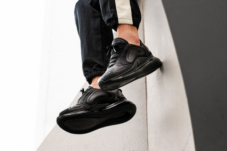 "NIKE AIR MAX 720 ""BLACK ANTHRACITE"" $135.00 FREE SHIPPING"